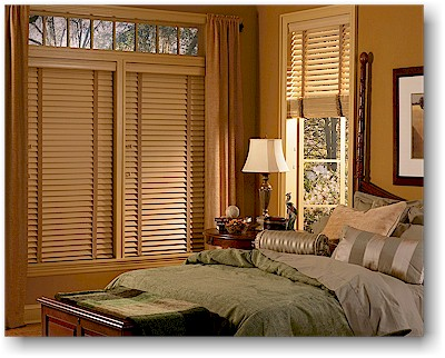 Add decorative tapes to horizontal blinds to block light that enters through rout holes or choose routless louvers for blinds.